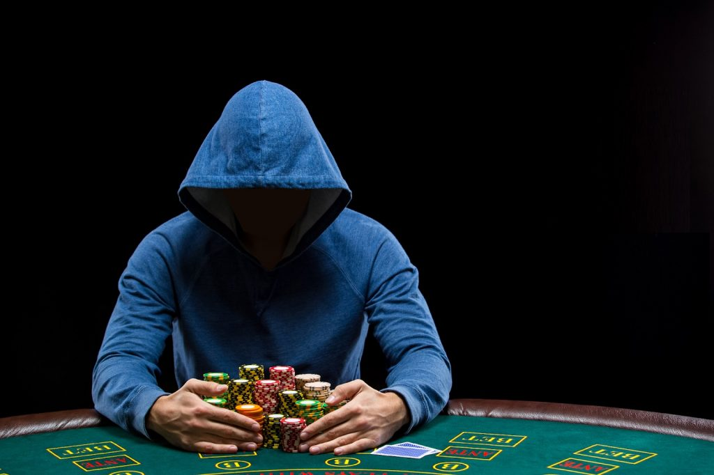 Poker Pursuit strategy: How to win?